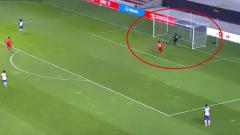 Indosport - Kiper Haiti Cetak Gol Bunuh Diri Konyol di Kualifikasi Piala Dunia