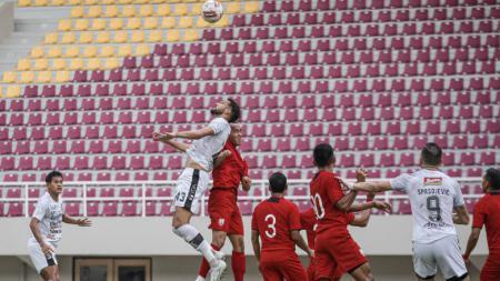Bali United kembali meraih hasil positif dalam rangkaian laga uji coba. Kali ini mereka mampu mengalahkan Persis Solo 2-1 di Stadion Manahan Solo, Rabu (16/06/21). - INDOSPORT