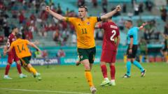 Indosport - Gareth Bale merayakan kemenangan Wales atas Turki dalam lanjutan Euro 2020
