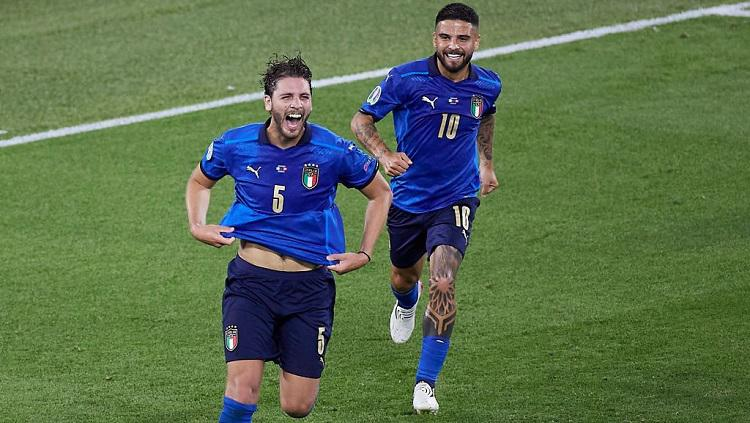 Manuel Locatelli merayakan gol di laga Italia vs Swiss pada penyisihan grup A Euro 2020. Copyright: Emmanuele Ciancaglini/Quality Sport Images/Getty Images)