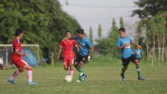 Indosport - PSMS Medan saat melakoni laga uji coba kontra Karo United, Jumat (18/6/21) petang.