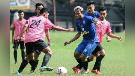 Kushedya Hari Yudo berkontribusi dgn 2 gol dlm kemenangan Arema FC 5-1 atas tim U-20. - INDOSPORT