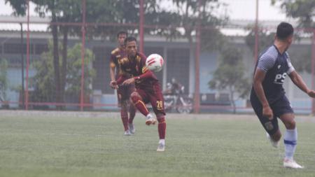 Laga uji coba antara Sriwijaya FC vs Persiba Balikpapan di Lapangan Sintetis Pancoran Soccer Field, Jakarta, Sabtu (19/06/21). - INDOSPORT