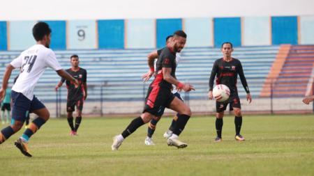 Rafael Silva menjadi pencetak gol tunggal dalam kemenangan Madura United 1-0 atas Persela, pada uji coba di Stadion Surajaya Lamongan - INDOSPORT