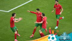 Indosport - Selebrasi Cristiano Ronaldo bersama skuat Portugal usai menjebol gawang Jerman.