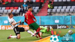 Indosport - Ketika Portugal terbantai Jerman di Euro 2020, begini isi percakapan Toni Kroos dan Cristiano Ronaldo.