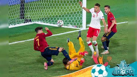 Duel pemain Spanyol, Alvaro Morata dengan Wojciech Szczesny dari Polandia pertandingan Grup E, UEFA Euro 2020 antara Spanyol dan Polandia. - INDOSPORT
