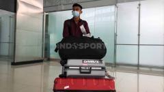 Indosport - Pratama Arhan saat tiba di Semarang selepas membela Timnas di ajang Kualifikasi Piala Dunia 2022.