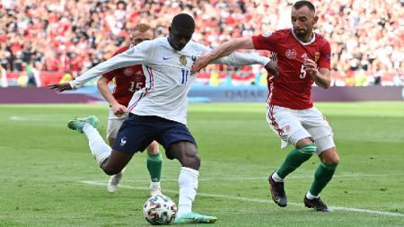 Dua pemain Prancis, Ousmane Dembele dan Antoine Griezmann kini mendapat masalah yang serius. Keduanya tertangkap melakukan aksi rasisme. - INDOSPORT