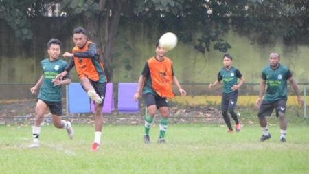 Skuat PSMS Medan saat berlatih di Stadion Mini Kebun Bunga, Medan, Senin (21/06/21) sore. - INDOSPORT