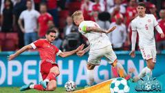 Indosport - Rusia vs Denmark di Euro 2020.