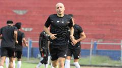 Indosport - Youssef Ezzejari Lhasnaoui, striker anyar Persik berpaspor Spanyol & Maroko.
