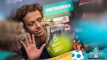 Jelang masa pensiun, Valentino Rossi dibuat 'sedikit marah' oleh Francesco Bagnaia yang gagal menjegal Fabio Quartararo juara MotoGP Emilia Romagna 2021. - INDOSPORT