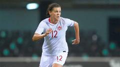 Indosport - Christine Sinclair, pemain Timnas Kanada wanita torehkan gol internasional lebih banyak dari Cristiano Ronaldo.