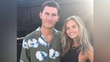 Salah satu pemain muda Denmark, Jonas Wind, rupanya memiliki penyemangat tambahan di Euro 2020 melalui kekasihnya, Laila Hasanovic. - INDOSPORT
