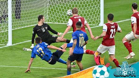Gelandang Italia Matteo Pessina usai mencetak gol kedua tim ke gawang Austria. - INDOSPORT