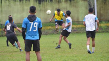 Skuat PSMS Medan saat melakoni latihan di Stadion Mini Kebun Bunga, Medan, Selasa (29/06/21) sore. - INDOSPORT
