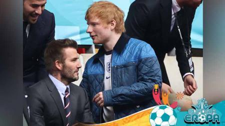 Eks pesepakbola David Beckham dan penyanyi Ed Sheeran saat berapa di tribun. - INDOSPORT