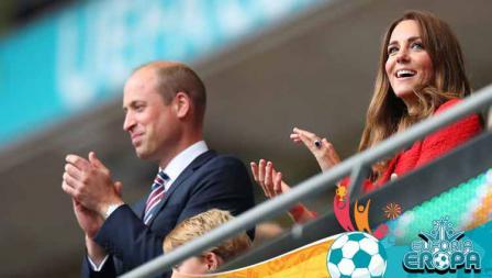 Kate Middleton dan Pangeran William saat menyaksikan pertandingan babak 16 besar Kejuaraan UEFA Euro 2020 antara Inggris vs Jerman.