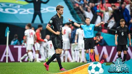 Pemain Timnas Jerman, Thomas Müller, terlihat sedih setelah timnya kalah di babak 16 besar Euro 2020.