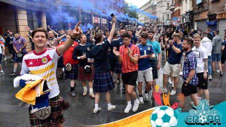 Fans Skotlandia di Wembley. - INDOSPORT