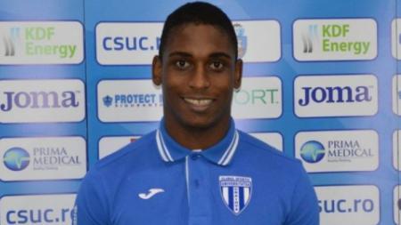 Bek anyar Arema FC,Carlos Daniel Silveira Da Graca. - INDOSPORT