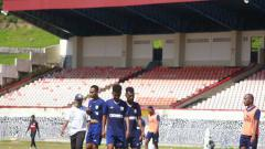 Indosport - Skuat Persipura saat menjalani latihan di Stadion Mandala Jayapura.