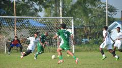 Indosport - Para Pemain PSMS Medan saat melakoni laga uji coba, Jumat (2/7/21) sore.