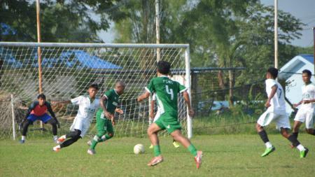 Para Pemain PSMS Medan saat melakoni laga uji coba, Jumat (02/07/21) sore. - INDOSPORT