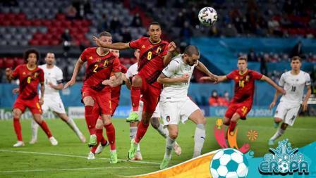 Duel pemain Belgia, Youri Tielemans untuk mendapatkan sundulan dengan Leonardo Bonucci dari Italia di perempat final Kejuaraan UEFA Euro 2020.