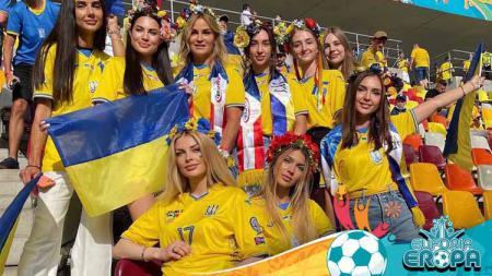 Barisan para Wags Ukraina di Euro 2020. - INDOSPORT