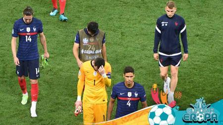 Para pemain Prancis terlihat sedih saat mereka keluar dari lapangan di babak 16 besar UEFA EURO 2020. - INDOSPORT