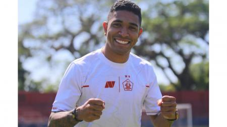 Pemain asing baru Persik Kediri, Dianatan Machado masih belum bisa tampil di Liga 1 karena cedera. - INDOSPORT