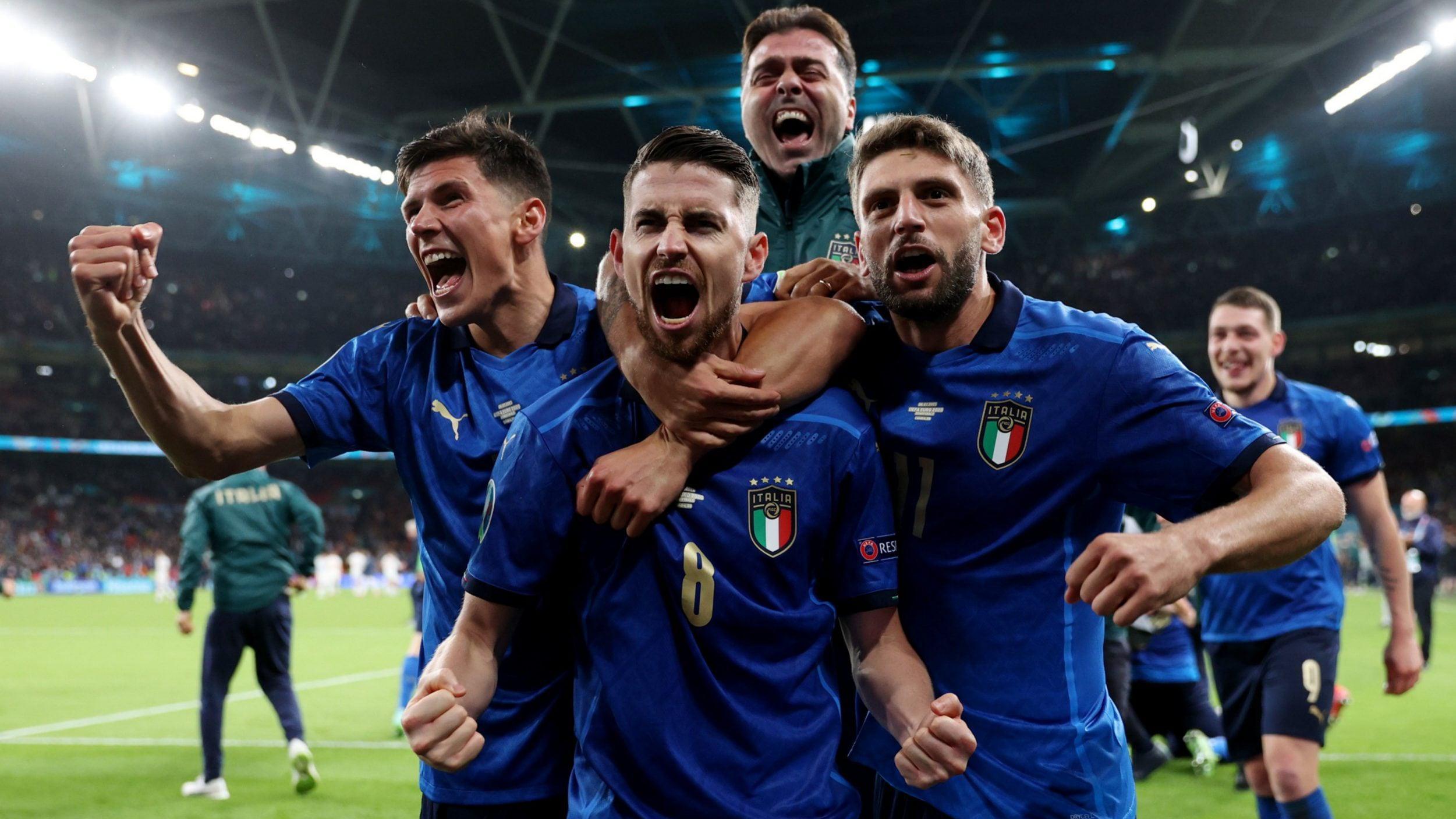 Selebrasi Jorginho bersama Timnas Italia di Euro 2020 Copyright: Twitter.com/Azzurri