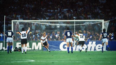 Andreas Brehme, mencetak gol kemenangan Jerman Barat dalam pertandingan final Piala Dunia kontra Argentina, 8 Juli 1990. - INDOSPORT