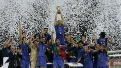 Indosport - Selebrasi Italia saat menjuarai Piala Dunia usai mengalahkan Prancis di final, 9 Juli 2006.