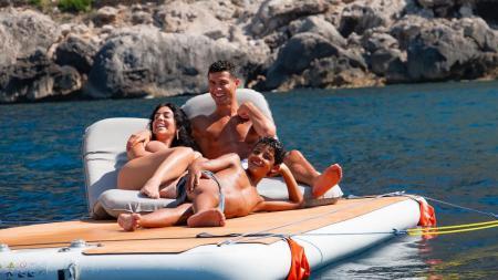 Georgina Rodriguez dan Cristiano Ronaldo. - INDOSPORT