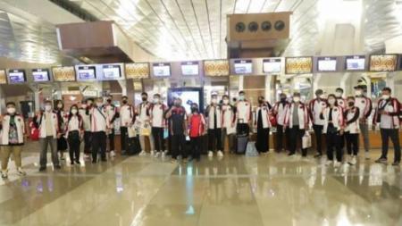 Kontingen bulutangkis Indonesia berangkat ke Olimpiade Tokyo. - INDOSPORT