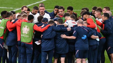 Keputusan Inggris untuk bermain bertahan setelah unggul cepat kontra Italia di final Euro 2020 menuai kritik dari Arrigo Sacchi. - INDOSPORT