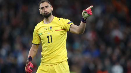 Kalahkan Inggris di final Euro 2020, kiper Italia, Gianluigi Donnarumma, dan Domenico Berardi, membuat video ejekan untuk kubu The Three Lions. - INDOSPORT