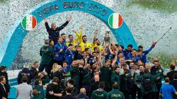Selebrasi para pemain Timnas Italia saat merayakan kemenangan usai mengalahkan Timnas Inggris di final Euro 2020.