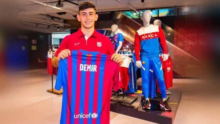 Yusuf Demir, Lionel Messi dari Austria, resmi merapat ke Barcelona. - INDOSPORT