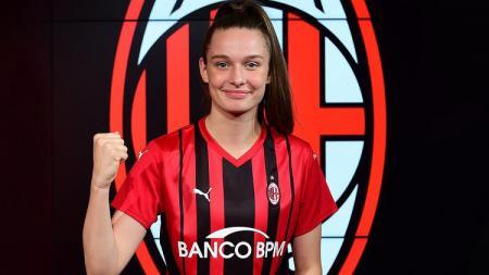 Klub raksasa Serie A Italia, AC Milan, baru saja mendaratkan pemain sepak bola cantik asal Jerman bernama Merle Luise Kirschstein. - INDOSPORT