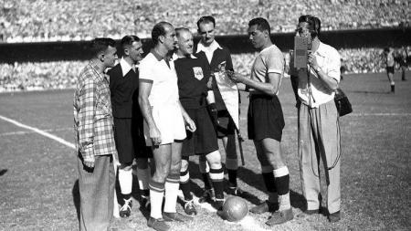 Pertandingan final Piala Dunia antara Uruguay versus Brasil, 17 Juli 1950. - INDOSPORT
