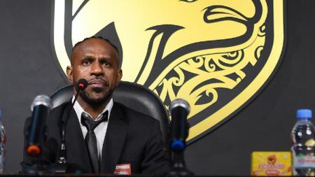 Boaz Solossa resmi gabung Borneo FC. - INDOSPORT