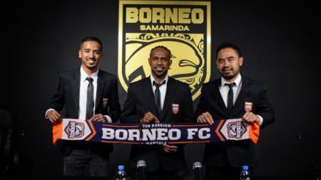 Boaz Solossa resmi bergabung dengan Borneo FC. - INDOSPORT
