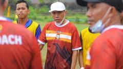 Indosport - Pelatih Tim Askot PSSI Makassar, Sofyan Haeruddin.