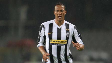 Jonathan Zebina saat berseragam Juventus. - INDOSPORT