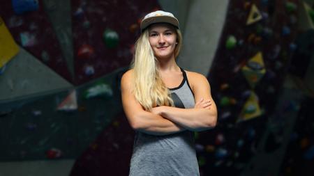 Atlet panjat tebing wanita asal Inggris, Shauna Coxsey. - INDOSPORT