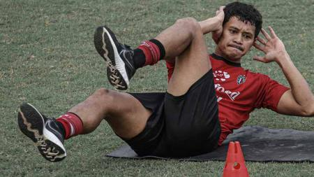 Rizky Pellu saat berlatih bersama Bali United. - INDOSPORT